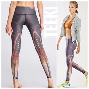 {Teeki} sacred feather hot yoga pants